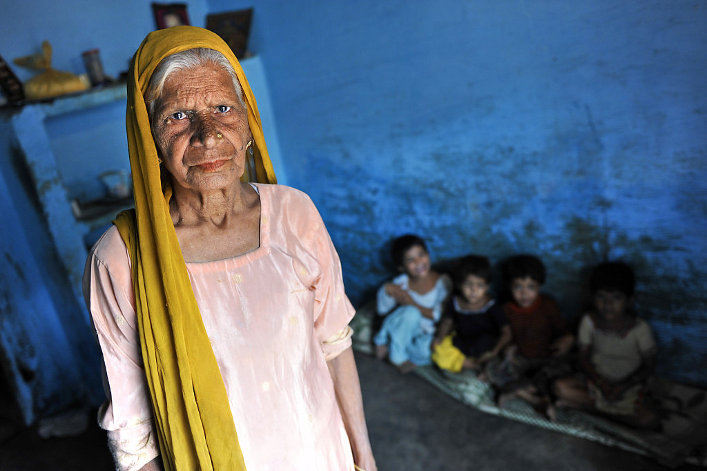 INDIA BHOPAL GAS TRAGEDY 25 YEARS LATER