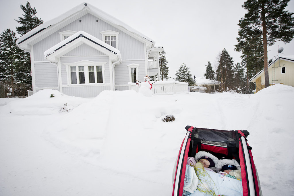 FINLAND INFANTS SLEEPING OUTDOORS IN A NORTHERN WINTER CLIMATE